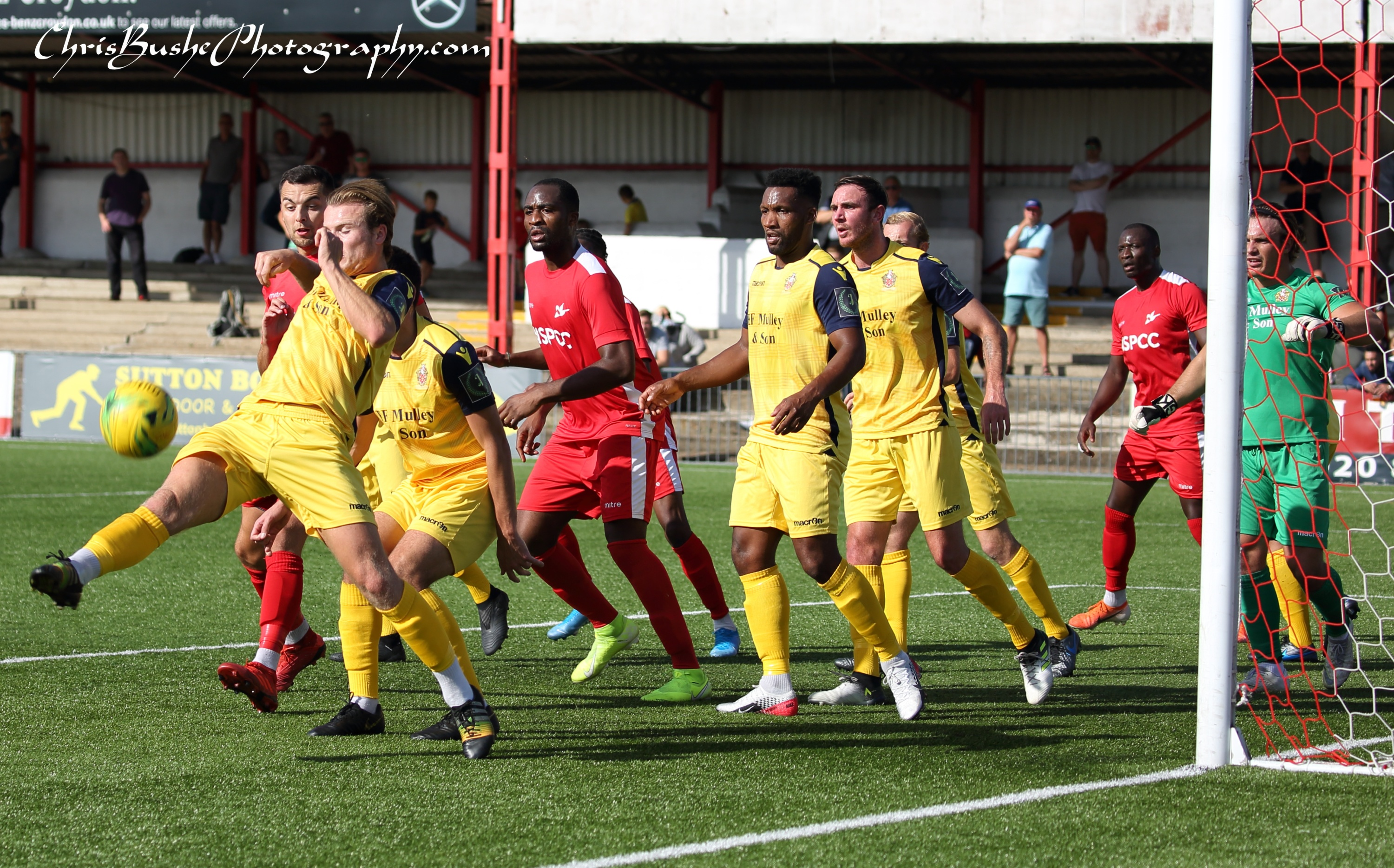Hornchurch defence clear Carshalton corner